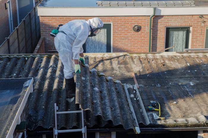 Wie saniert man ein Asbest Dach